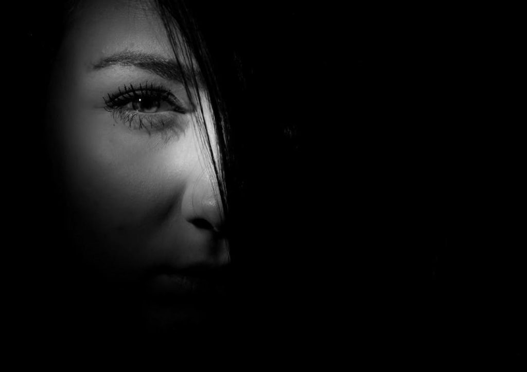 Jak zapobiec infekcjom oczu podczas noszenia soczewek kontaktowych?
