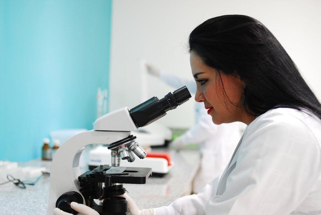 Leczenie pod mikroskopem – zastosowanie