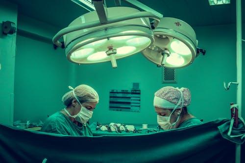 Dlaczego warto jest skorzystać z usług kliniki chirurgii plastycznej?