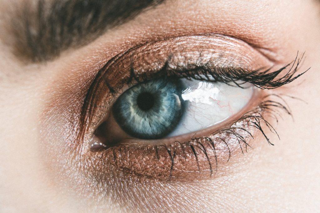 Jak dbać o oczy pracując przed komputerem?